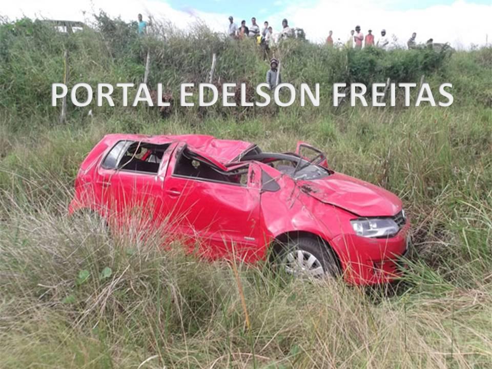 MOTORISTA PERDE CONTROLE DO CARRO E SOFRE CAPOTAMENTO NA SAÍDA DE SIMÃO DIAS