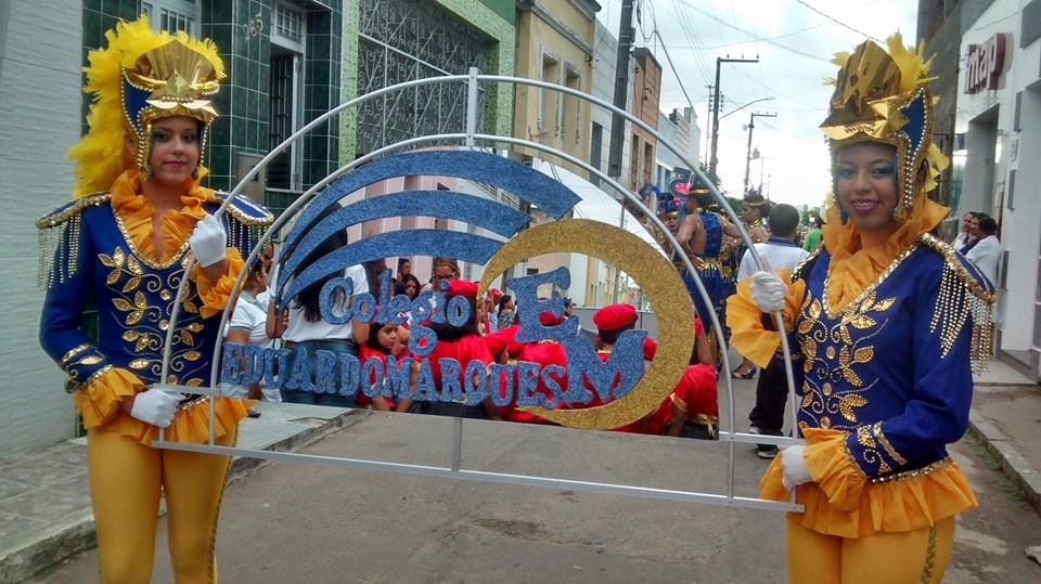 DESFILE CÍVICO DO EDUARDO MARQUES RENDE HOMENGAENS À PÁTRIA AMADA E DESTACA OS 25 ANOS DO COLÉGIO