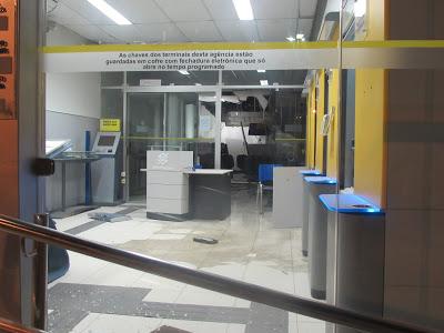 BANDIDOS EXPLODEM BANCO DO BRASIL E AGÊNCIA DOS CORREIOS DE ADUSTINA (BA)