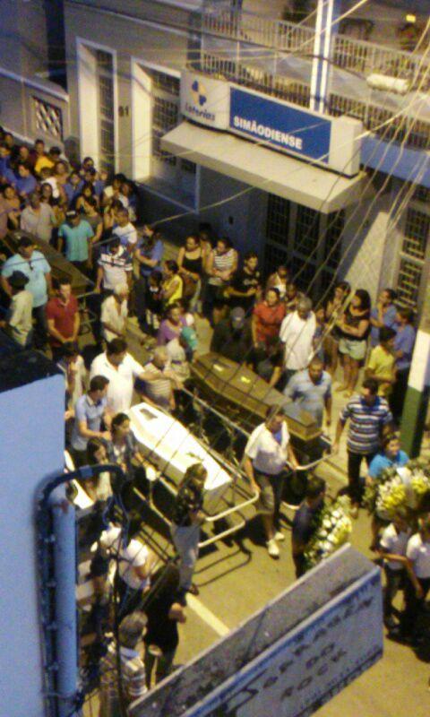 SIMÃO DIAS SE DESPEDE SOB GRANDE TRISTEZA DAS QUATRO VÍTIMAS DE TRÁGICO ACIDENTE