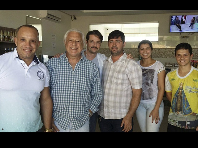 ATORES ANTÔNIO FAGUNDES E MARCELO SERRADO POSAM COM FÃS NO INTERIOR DE SERGIPE
