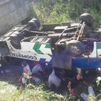 CERCA DE 15 PESSOAS FICAM FERIDAS EM ACIDENTE BA BR-101