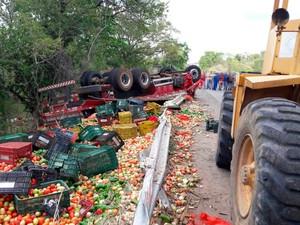 CAMINHONEIRO NATURAL DE SERGIPE MORRE APÓS FICAR PRESO ÀS FERRAGENS NO INTERIOR DA BAHIA