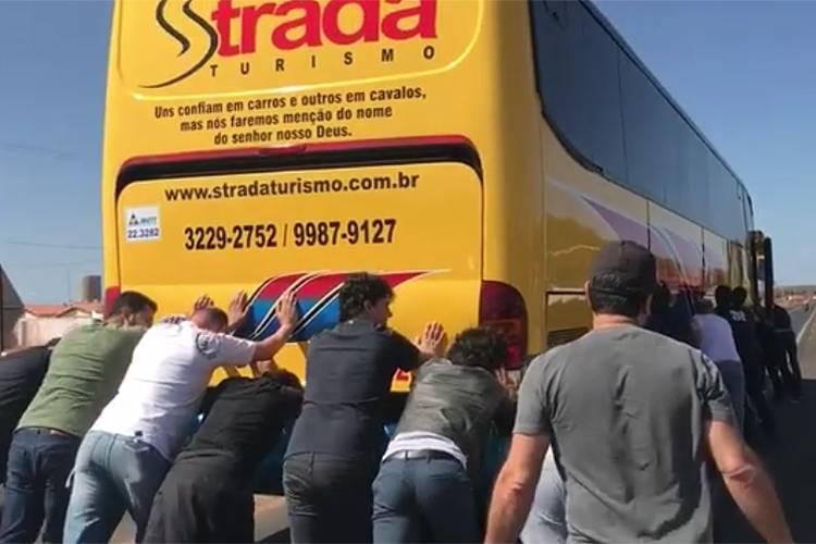 ÔNIBUS DE PAULA FERNANDES QUEBRA E CANTORA PEDE CARONA NO PIAUÍ