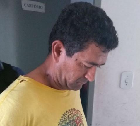 POLÍCIA CIVIL PRENDE EM ITABAIANA CANTOR ACUSADO DE ASSASSINAR EX-ESPOSA A FACADAS EM MALHADOR/SE