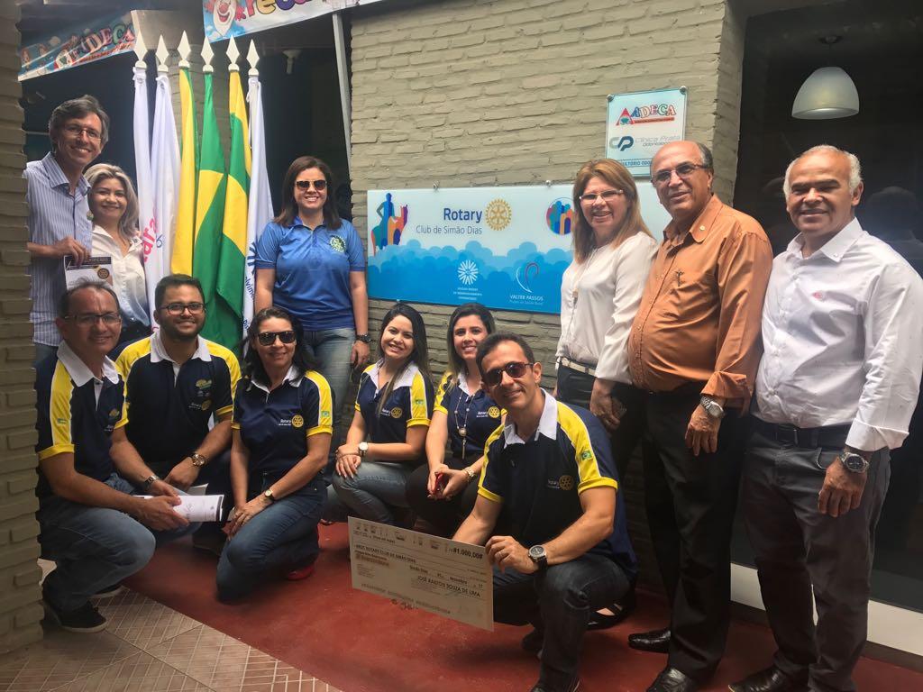 GOVERNADOR DO ROTARY CLUB VISITA COMPANHEIROS ROTARIANOS DE SIMÃO DIAS