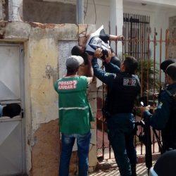 CUIDADOR DE CARROS MORRE ELETROCUTADO AO TENTAR SUBIR EM UMA CERCA ELÉTRICA