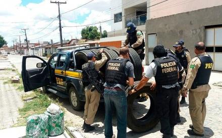 QUADRILHA PRESA PELA POLÍCIA FEDERAL CAUSOU PREJUÍZO DE R$ 6,2 MILHÕES ROUBANDO PNEUS NA BAHIA