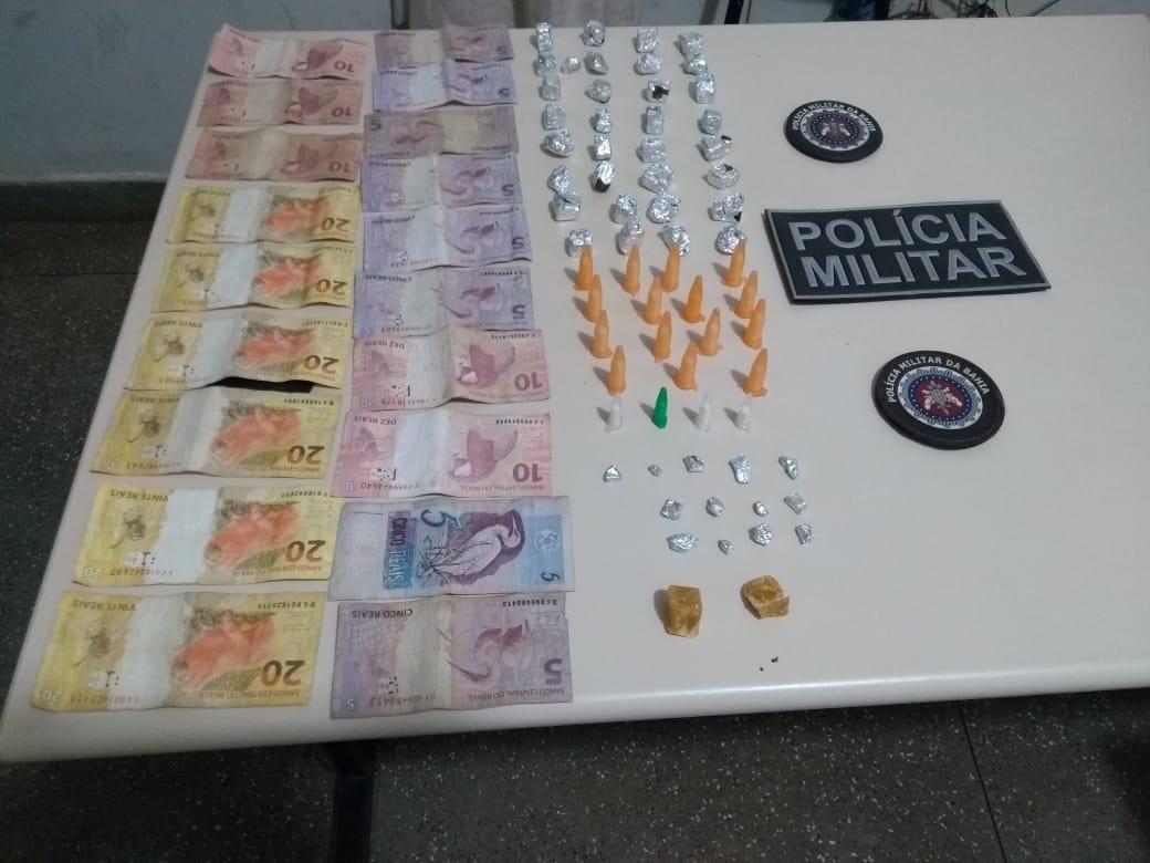 POLÍCIA MILITAR PRENDE ACUSADA DE TRÁFICO DE DROGAS EM ADUSTINA/BA