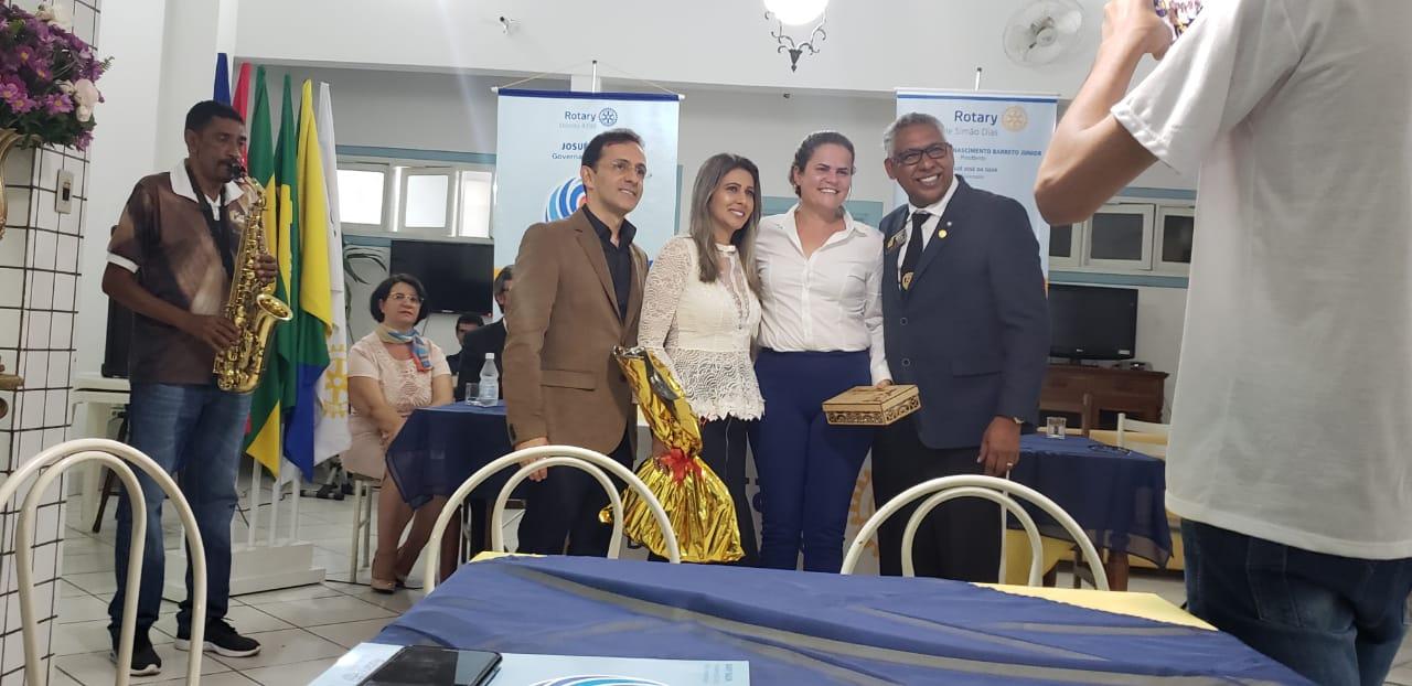 SIMÃO DIAS: ROTARY RECEBE VISITA DO GOVERNADOR JOSUÉ DA SILVA DURANTE CERIMÔNIA