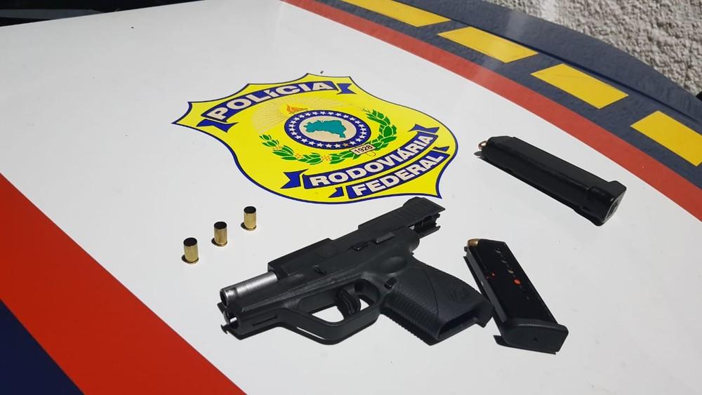 PARAÍBA: PRF APREENDE ARMA QUE FOI ROUBADA DE POLICIAL CIVIL EM SERGIPE