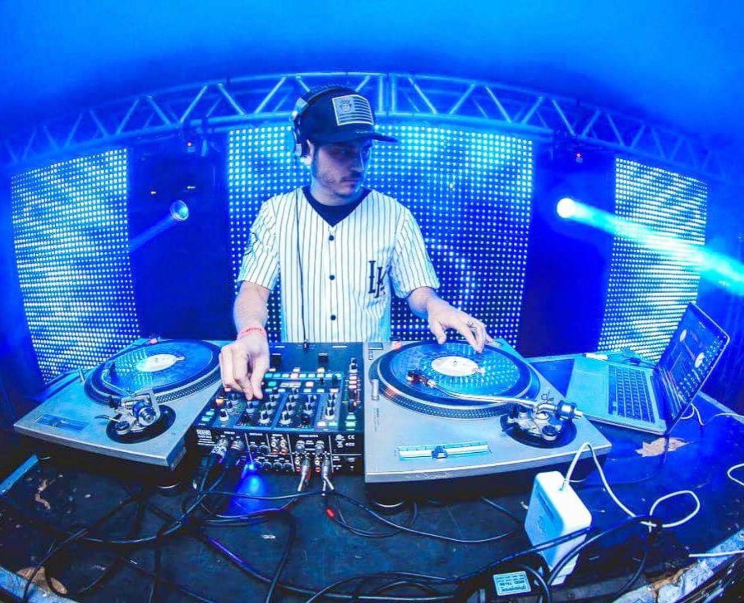 PROFISSÃO DJ: CURSO TÉCNICO SERÁ NECESSÁRIO