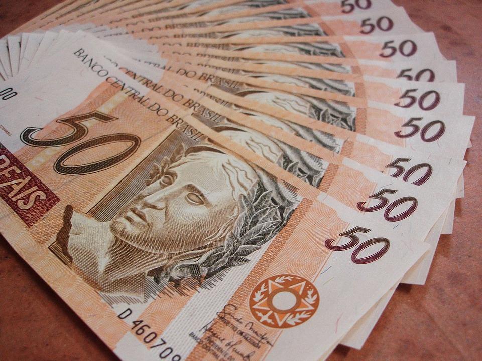 MEGA DA VIRADA: PRÊMIO EM NOTAS DE R$ 50 PESA 4 TONELADAS E PERCORRE 630 KM