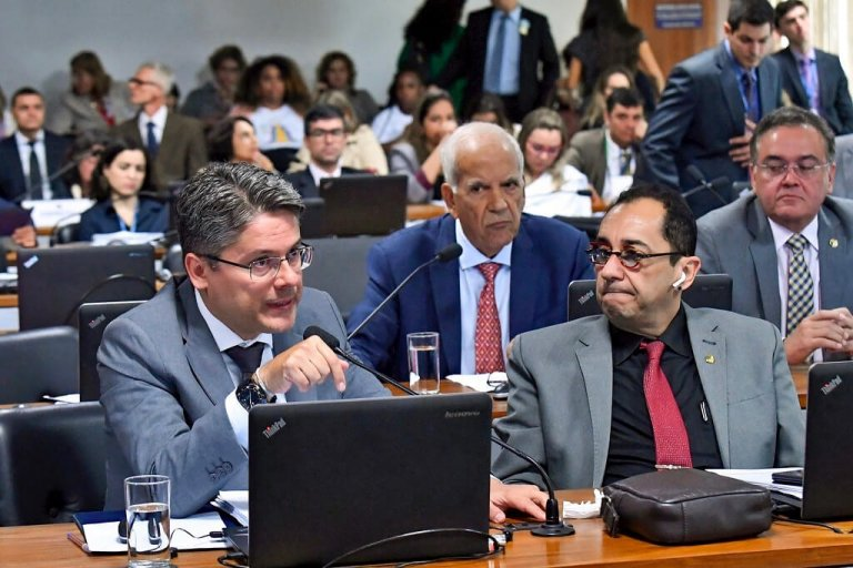 BRASIL: CCJ DO SENADO ARQUIVA A CPI DA LAVA TOGA