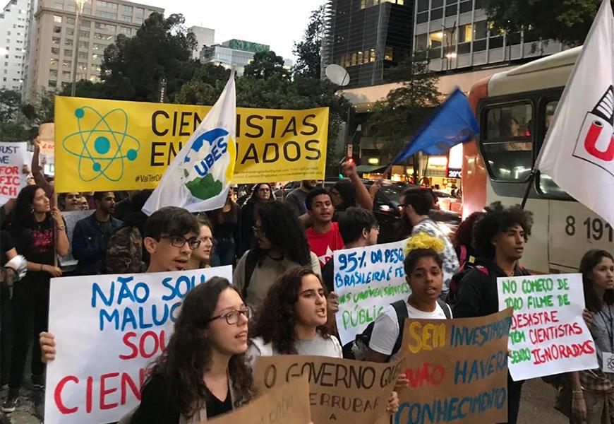 BRASIL: PROFESSORES E ALUNOS FARÃO MANIFESTAÇÃO NACIONAL CONTRA CORTES NA EDUCAÇÃO