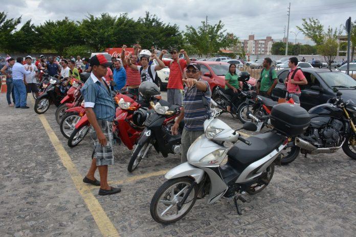 CINQUENTINHA: GOVERNO SUSPENDE EXIGÊNCIA DE AULAS PARA TIRAR HABILITAÇÃO