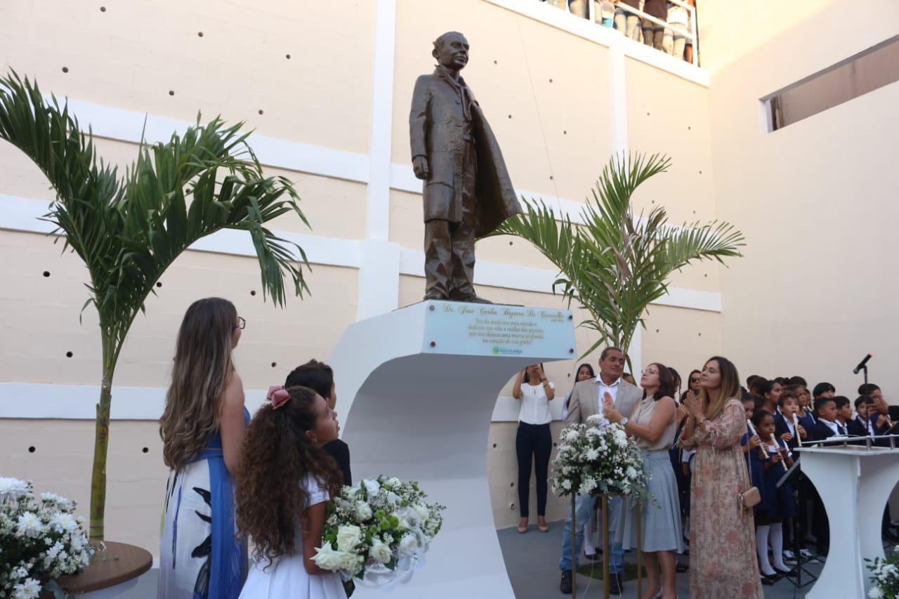 PARIPIRANGA/BA: ESPAÇO DE CONVIVÊNCIA E ESTÁTUA EM HOMENAGEM A DR. JOSÉ CARLOS SÃO INAUGURADOS