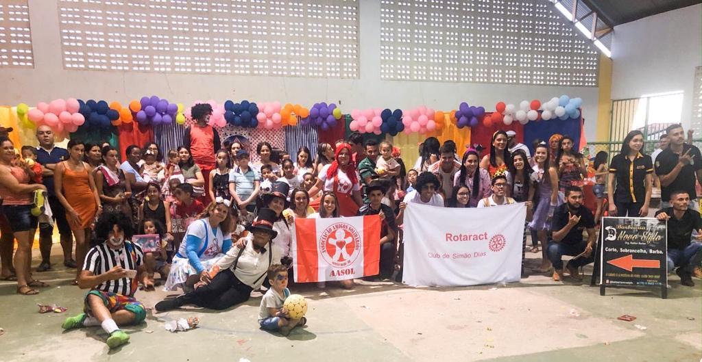 SIMÃO DIAS: GRUPO AMIGOS SOLIDÁRIOS E ROTARACT REALIZAM FESTA DAS CRIANÇAS NA MATA DO PERU