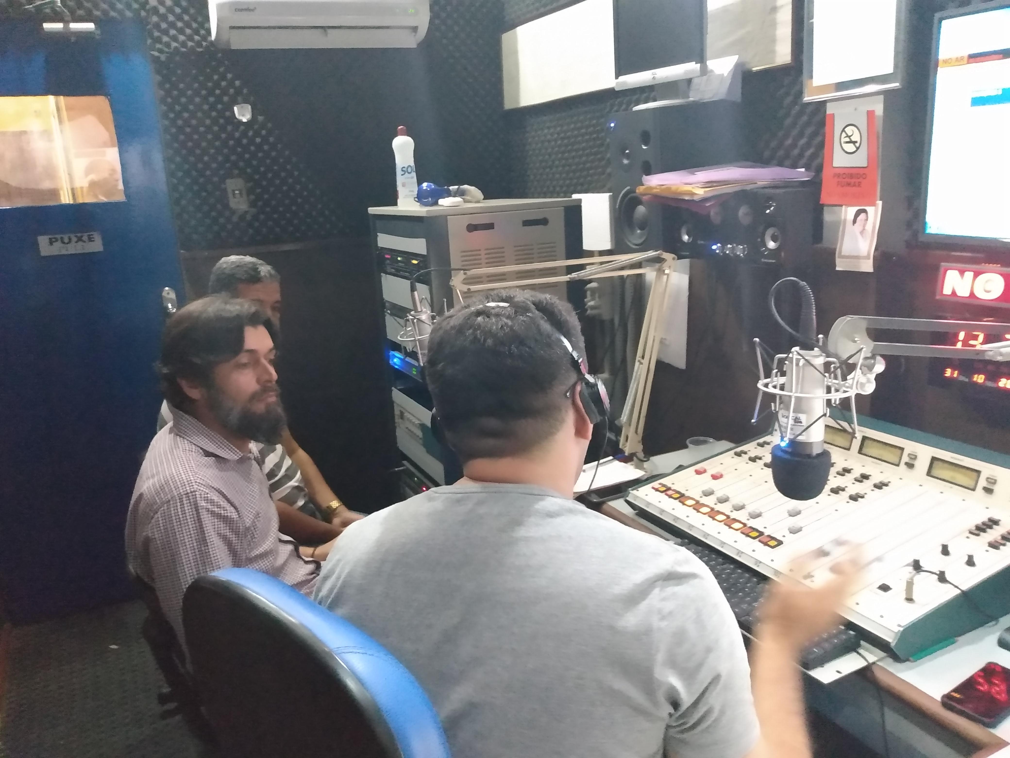 SIMÃO DIAS: ESMERALDO LEAL CONCEDE ENTREVISTA NA TROPICAL FM; OUÇA