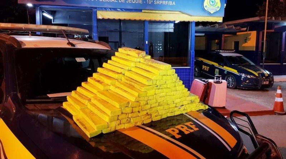 BAHIA: MULHER É PRESA APÓS SER FLAGRADA TRANSPORTANDO 100 KG DE MACONHA PARA SERGIPE