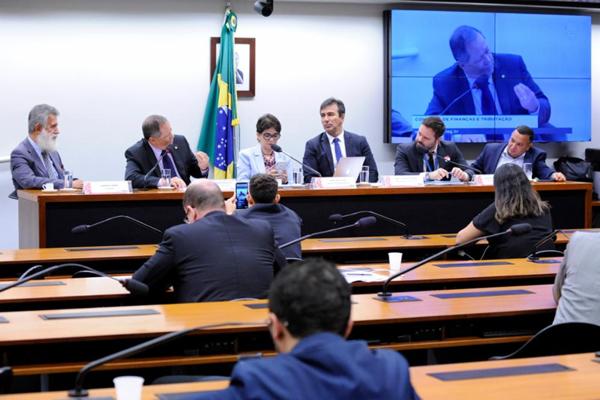 MEGA-SENA: DEPUTADOS DEBATEM TETO DE R$ 135 MILHÕES PARA PRÊMIO PAGO