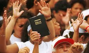 DATAFOLHA: EVANGÉLICOS CONTINUAM CRESCENDO FRENTE À ESTAGNAÇÃO DE OUTRAS RELIGIÕES