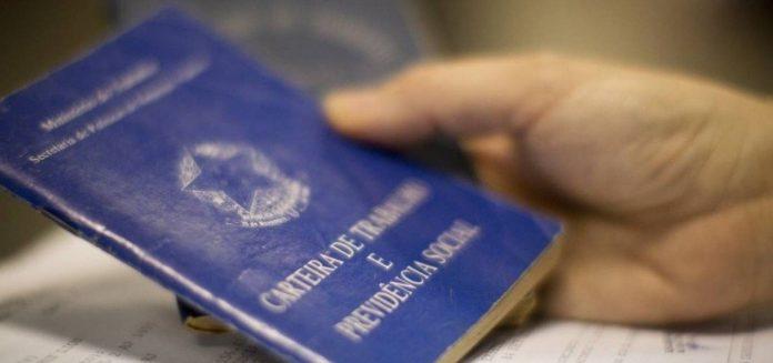 AUXÍLIO EMERGENCIAL: CARTEIRA DE TRABALHO ANTIGA É ACEITA PARA SAQUE