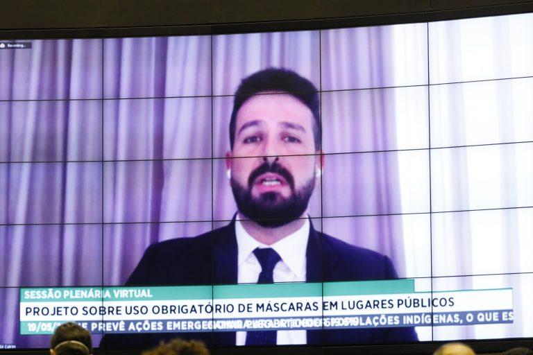 MÁSCARA: DEPUTADOS FEDERAIS APROVAM USO OBRIGATÓRIO EM TODO O PAÍS