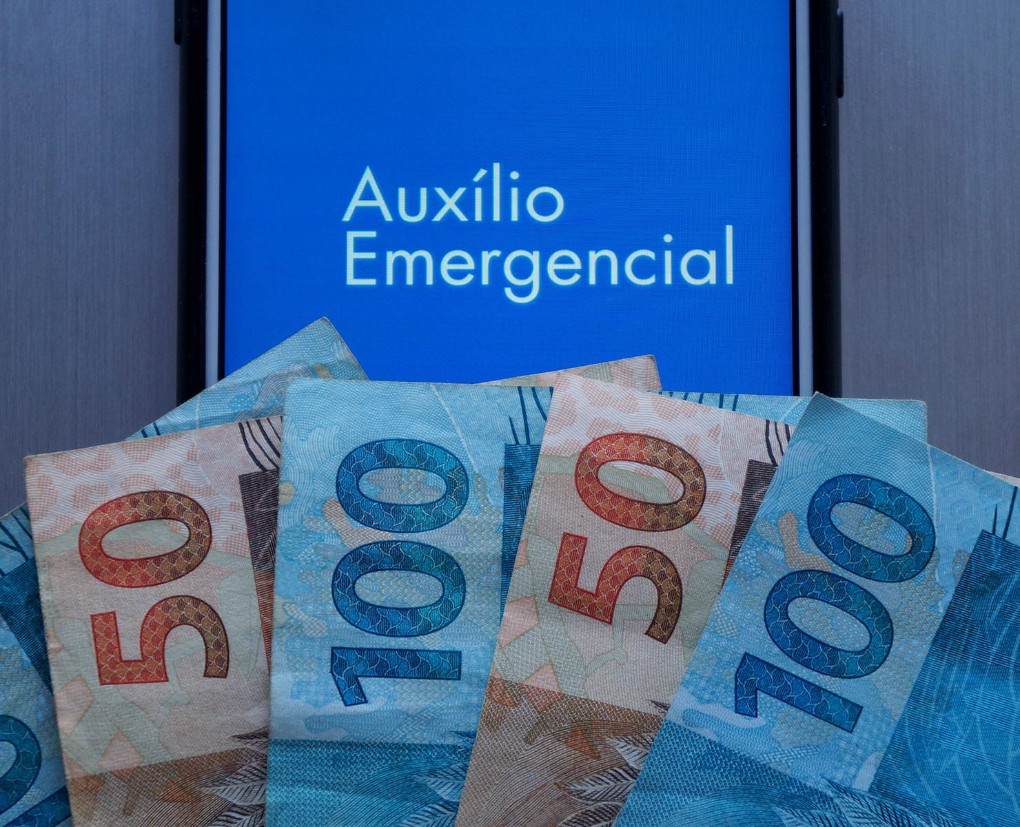 AUXÍLIO EMERGENCIAL: GOVERNO DESISTE DE FRACIONAR PARCELAS; VEJA CALENDÁRIO
